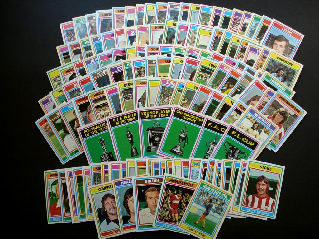 Image for TOPPS FOOTBALL CARDS!   ENGLISH SET 1976/77  COMPLETE SET!!!  NUMBERS 1  - 330